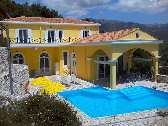 Vassiliki Bay Villas: FRONT OF VILLA