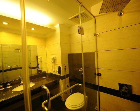 HK Clarks Inn: EXECUTIVE ROOM BATHROOM