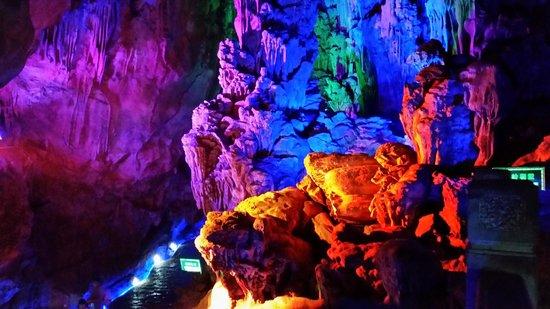 Silver Cave : красивая подсветка