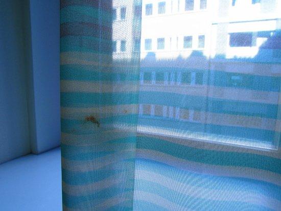 Radisson Blu Royal Viking Hotel, Stockholm: tenda sporca di sangue