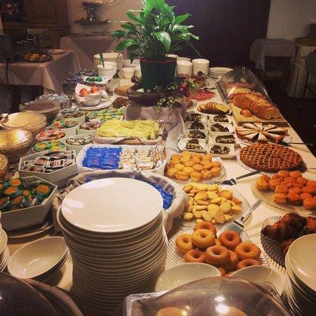 Hotel Residence Baita Clementi : Colazione a buffet!!!