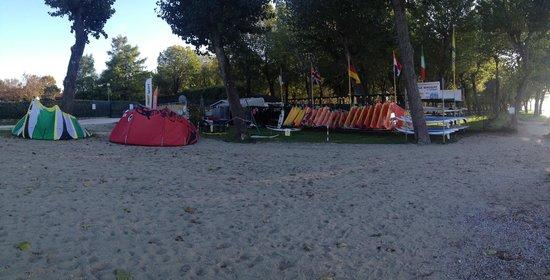 Claudio Lana  Professional Surf Center: Panoramica dalla spiaggia