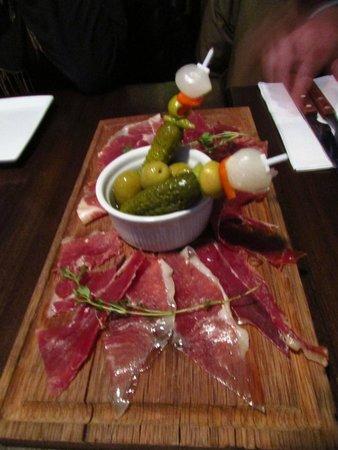 Aqui Tapas Bar: jamon??? il jamon iberico NON é questo!!!