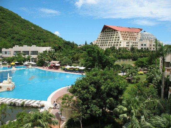 Cactus Resort Sanya by Gloria: Вид из номера