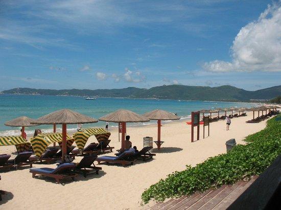 Cactus Resort Sanya by Gloria: Пляж отеля