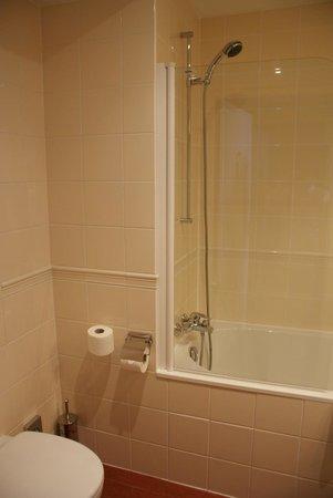 Golden Tulip Warsaw Centre : Bathroom