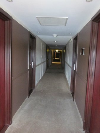 Golden Tulip Warsaw Centre : Room's corridor