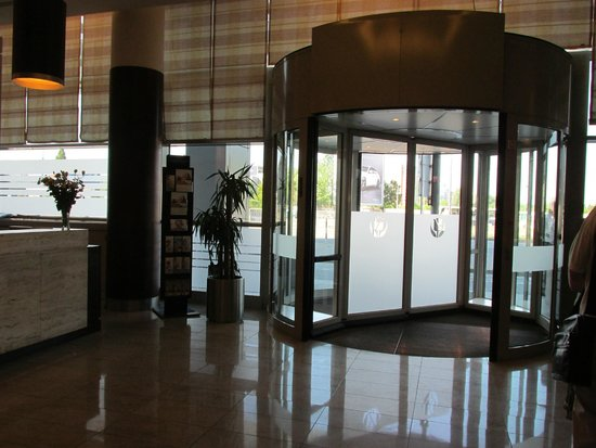 Golden Tulip Warsaw Centre : Entry