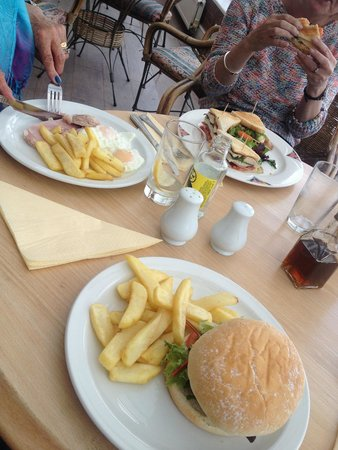 Grand Hotel Swanage: Clockwise : club sandwich (major), burger (nice), ham eggs (v. Nice) served on the balcony under