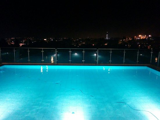 St. George Hotel Jerusalem: Hotel swimming pool with a view to the old city