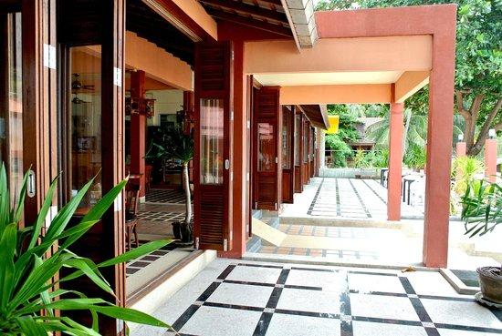 PS Thana Resort: Front of Restaurant