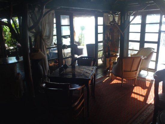 Fenua Mata'i'oa: Living room area.
