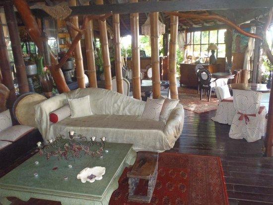 Fenua Mata'i'oa: Dining room area