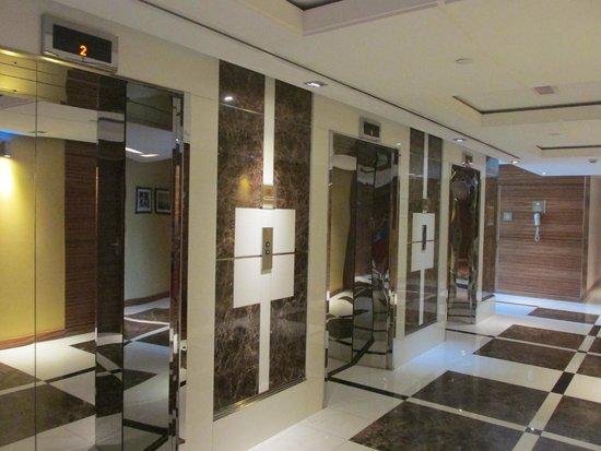 Four Points by Sheraton Downtown Dubai : Lifts