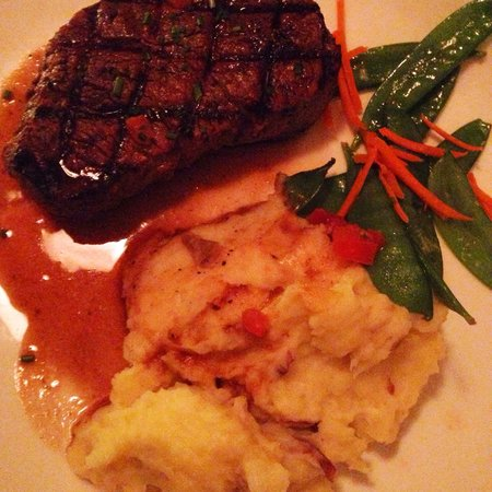 Mahoney's Atlantic Bar & Grill: Filet Mignon with mashed patato