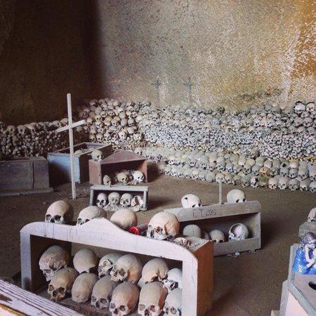 Cimitero delle Fontanelle: Cementerio-calaveras