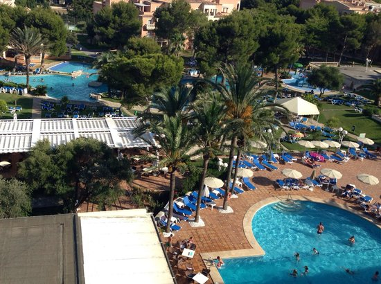 Grupotel Gran Vista & Spa: Mega pool area 4 to choose from
