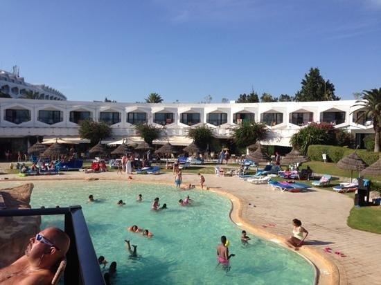SENTIDO Phenicia: pool bar giew of hotel