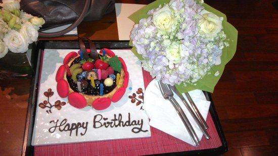 The St. Regis Bangkok: The surprise cake