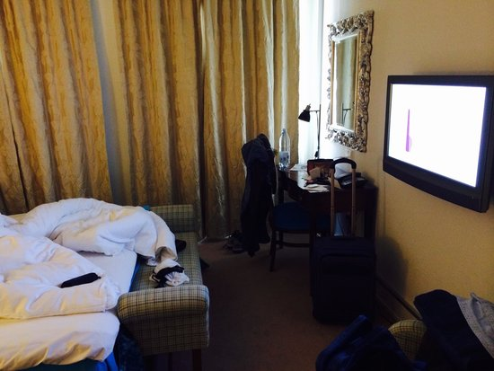 First Hotel Mayfair: Room is not too big, however had all what you need for a short stay