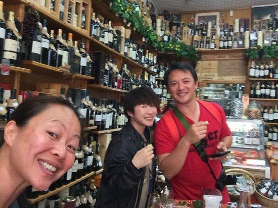 Bluedragon Porto City Tours: Comer e Chora por mais - just taste, do not buy if you need to send your wines overseas!!!