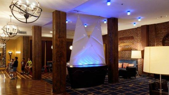 Argonaut Hotel, A Noble House Hotel: Hall de l'hôtel, où a lieu la wine hour chaque jour