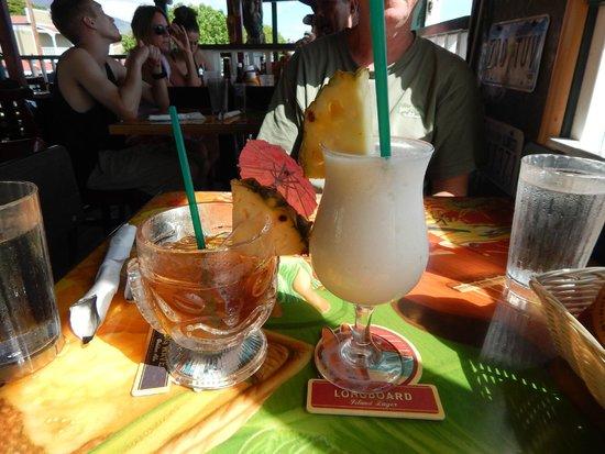 Cheeseburger In Paradise: Mai Tai and Piña Colada
