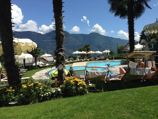La Maiena Meran Resort: Vista Piscina Esterna