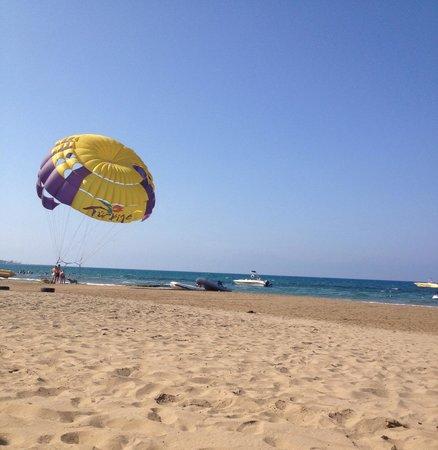 Barut Arum : The Beach