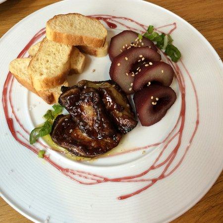 La Brunilda: Magret de pato con pera confitada y brioche la combinación en la boca es exquisita el mejor plat