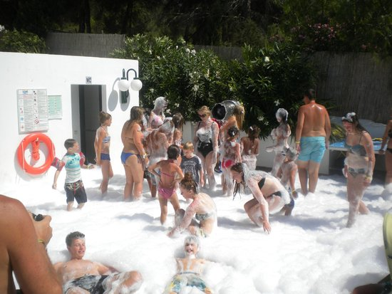 San Miguel Park & Esmeralda Mar Apartments: Fun foam party
