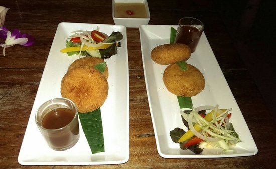 Fisherman's Restaurant & Bar: Shrimp cakes and fish cakes - Incredible