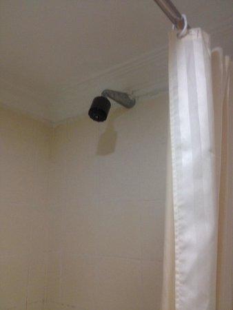 Q Hotel Kuala Lumpur: Shower