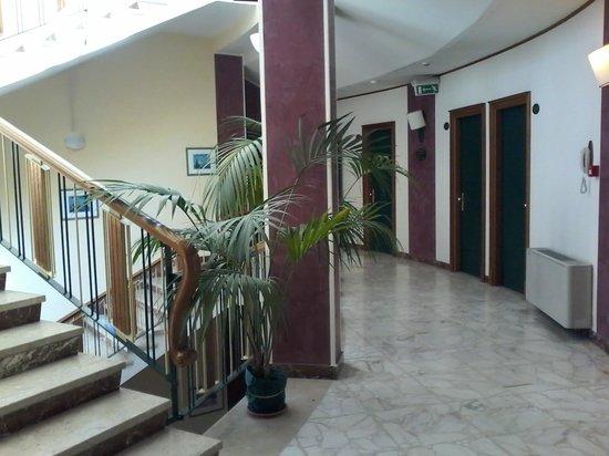 Grande Albergo Maugeri: accesso alle camere - 2' piano