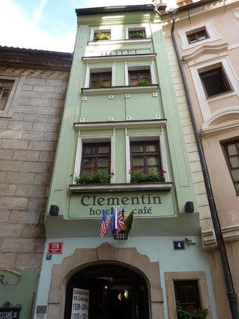 Clementin Old Town : Façade de l'hôtel