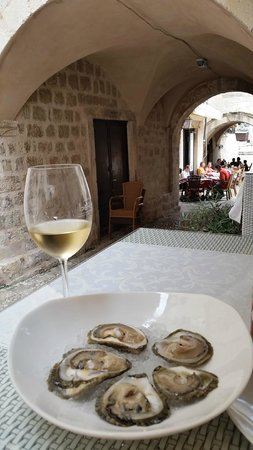 Oyster & Sushi Bar Bota: fresh oysters in a beautiful setting