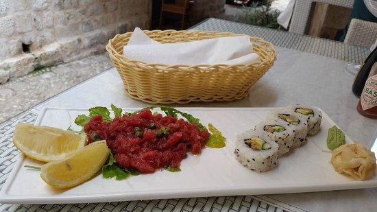 Oyster & Sushi Bar Bota: susi and tuna