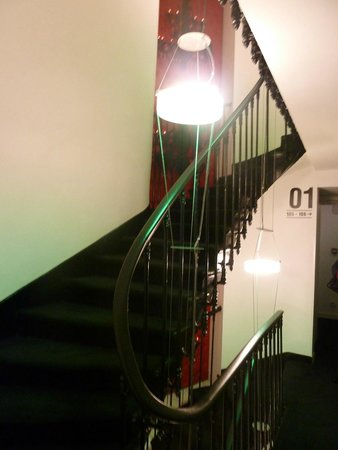 Maxim Folies : Необычная лестница на верхние этажи - экзотика
