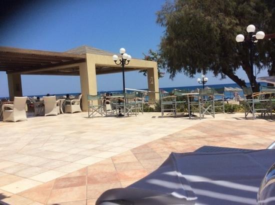 Blue Sea Beach Resort: beach bar