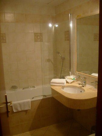 Hotel Carlton: bathroom