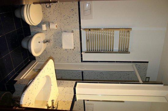 Windrose Hotel: ванная