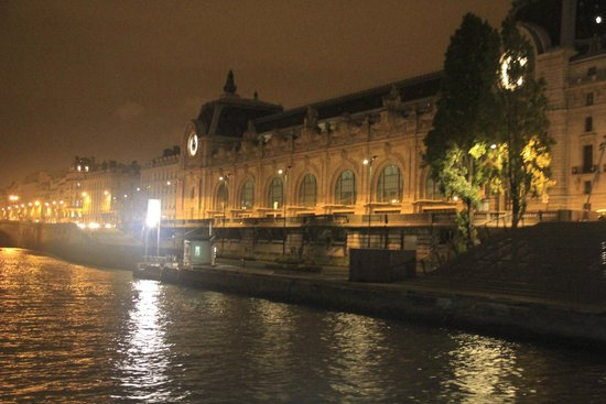 Bateaux Mouches: A view from the Cruise