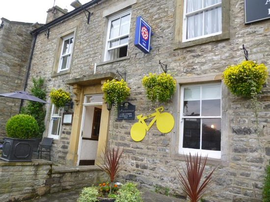 The Wheatsheaf in Wensleydale: Day time front with 'Le tour' stuff