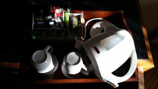 Swansea Marriott Hotel: tea and coffee