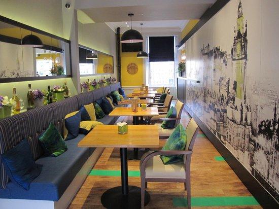Cairn Hotel Edinburgh: Lobby/bar area