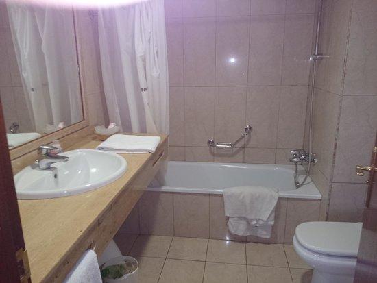 Blue Sea Puerto Resort : Bathroom