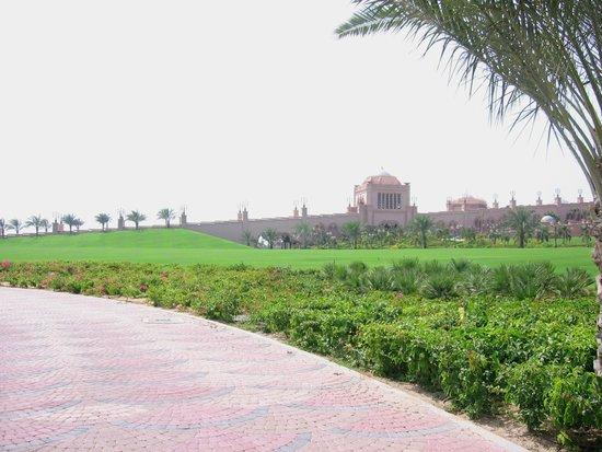 Emirates Palace Hotel: Bahçe