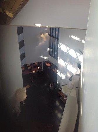 Clarion Hotel & Congress Trondheim: vista do corredor para o atrio e sala do pequeno almoço
