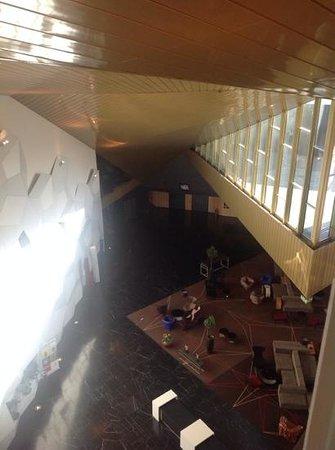 Clarion Hotel & Congress Trondheim: vista do corredor para o segundo atrio
