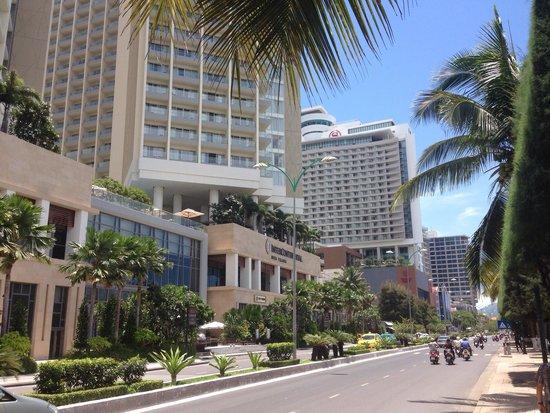 InterContinental Nha Trang : Vista dalla strada